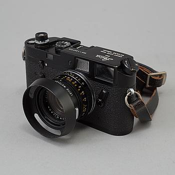 KAMERA, LEICA M4, svart, nr 1247719, from Weitzlar, 1969-70. Med Summicron 1:2 / 35. Med originalkartong.