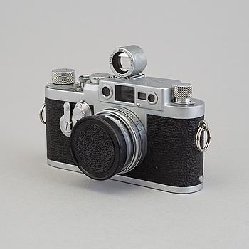 KAMERA, LEICA IIIg, nr 847653, Wetzlar, Tyskland, 1956. Med Summitar f = 5 cm 1:2 nr 930700. Bok medföljer.