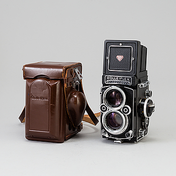 Rolleiflex 2,8 F camera with Xenotar 1:2,8/80 no 2958459, Germany, 1956-59. With original box.