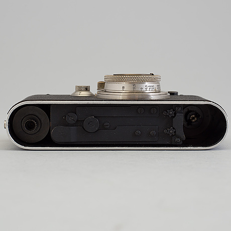A early 1930s black body leica no 123864 with a chrome hektor 1:2,5 f=5 cm lens. with table stand.