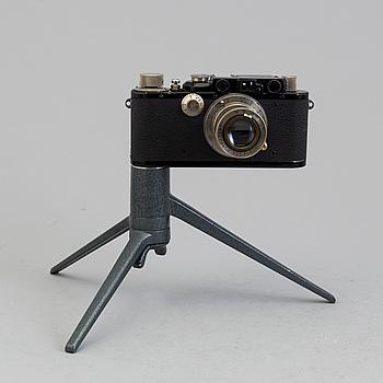 KAMERA, Leica, nr 123864, tidigt 30-tal med Hektor 1:2,5 F=5 cm. Med bordsstativ.