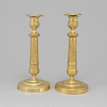 LJUSSTAKAR, ett par, Empire, förgylld brons, 1800-talets första hälft.