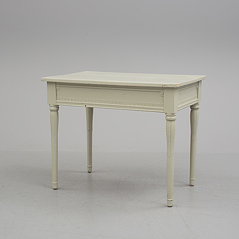 NYSTILAR, A neoclassical table from around year 1900.