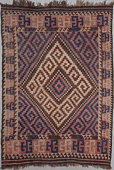 A Kelim carpet from the first half of the 20th century, 272x193 cm.