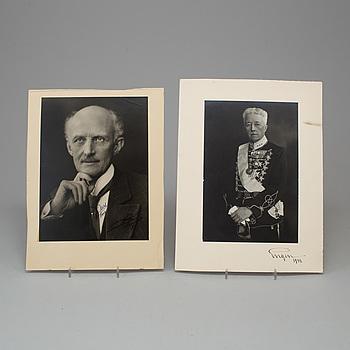 KUNGLIGA FOTOGRAFIER, 2 st, Prins Eugen och Prins Carl, egenhändigt signerade och daterade.