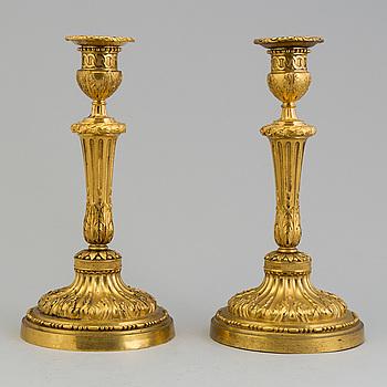LJUSSTAKAR, ett par, Louis XVI-stil, 1800-talets första hälft.