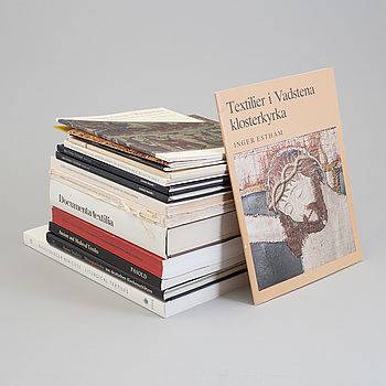 BOOKS AND BOOKLETS, 15 pieces, subject: ecclesiastical textiles and related topics.