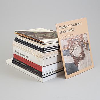 BÖCKER OCH HÄFTEN, 15 st., ämne: kyrkliga textilier och relaterade ämnen.