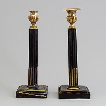 LJUSSTAKAR, ett par, sengustavianska, omkring år 1800.