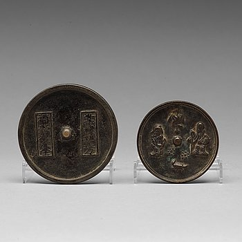 SPEGLAR, två stycken, brons. Mingdynastin, eller äldre.