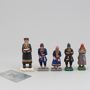 five wooden figurines including Lars Enarsson & Anna-Lisa Öst.