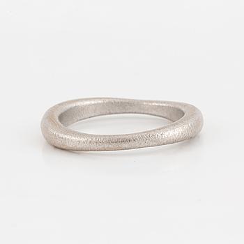 OLE LYNGGAARD, ring, ''Love nr 2''.
