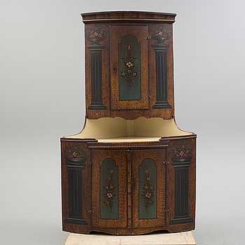 A SWEDISH CORNER CABINET, late 18th century.