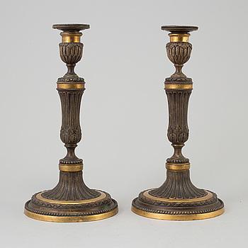 LJUSSTAKAR, ett par, förgylld och patinerad brons, gustavianska, sent 1700-tal.