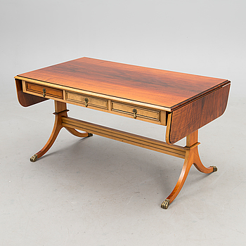 An English style coffee table, second part of the 20th century.