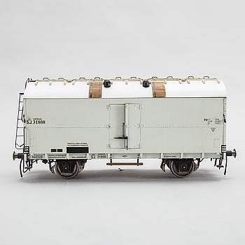 """MODELL AV KYLVAGN, """"SJ Hr 31808"""", tillverkad av Gunnar Eriksson, 1980- /90-tal, spårvidd 3,5 tum."""