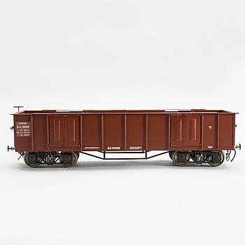 """MODELL AV ÖPPEN GODSVAGN, """"SJ Ibr 32429"""", spårvidd 3,5 tum, tillverkad av Gunnar Ericsson, 1980- /90-tal."""