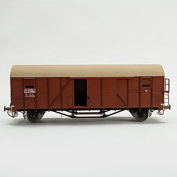 """MODELL AV TÄCKT GODSVAGN, """"SJ G 31982"""", spårvidd 3,5 tum, tillverkad av Gunnar Ericsson, 1980- /90-tal."""