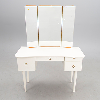 A mid-20th century dressing table.