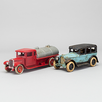 AB SKOGLUND & OLSSON GEFLE,  AND POSSIBLY ARCADE  BUICK COUPE CAST IRON TOY, 1927.
