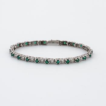 ARMBAND, med smaragder och åttkantslipade diamanter.