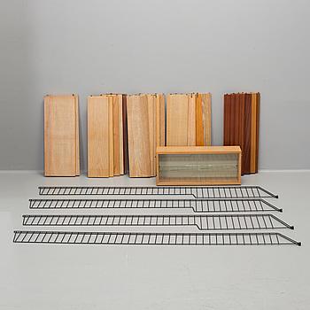 """NILS STRINNING, bokhylla, """"String"""", 1900-talets andra hälft."""