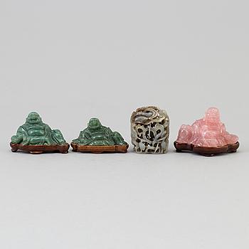 SKULPTURER, fyra stycken, av olika material. Kina, 1900-tal.