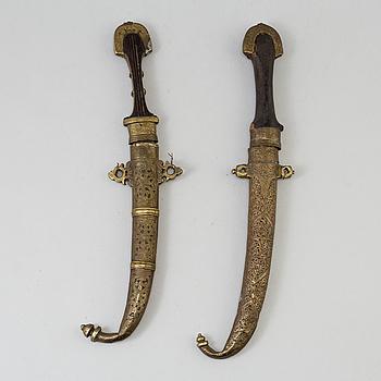 KNIVAR, två st, s k jambiya, nord-afrika, 1800-tal.
