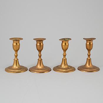 LJUSSTAKAR, fyra stycken, mässing. Skultuna, 1800-talets första hälft.