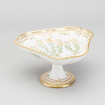 KAKFAT, Flora Danica porslin Royal Copenhagen 1900-talets senare del.