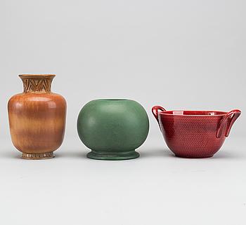 """GUNNAR NYLUND, vaser 2 st samt skål """"blå eld"""", 1900-talets senare del."""