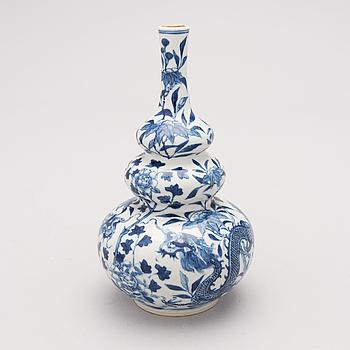 FLASKA, porslin, Kina 1700-tal.