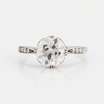 RING med en gammalslipad diamant.