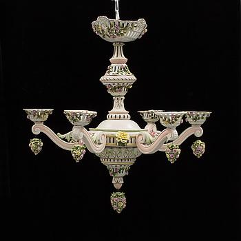 LJUSKRONA, Louis XV-stil, trä & porslin, troligen Tyskland, 1900-talets första hälft.