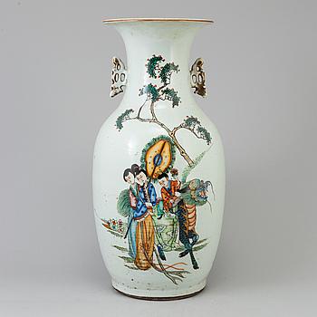 URNA, porslin. Kina, tidigt 1900-tal.
