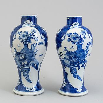 VASER, 1 par, porslin, Kina, sannolikt 1900-tal.