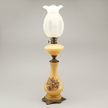 A table paraffin lamp, around the year 1900.