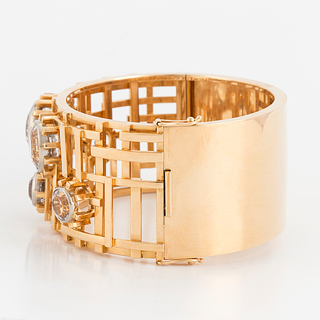 Claës e. giertta, an 18k gold bangle set with round, mixed-cut rock crystals, stockholm 1966.