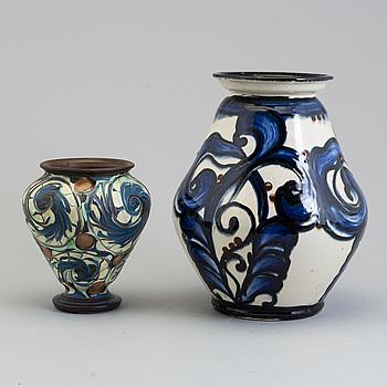 "HERMAN KÄHLER, vaser, 2 st, keramik, en signerad ""HAK"", Danmark, 1910-/20-tal."