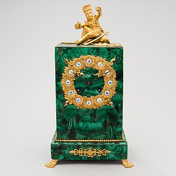 BORDSUR, malakit och förgylld brons, Frankrike 1800-talets mitt.