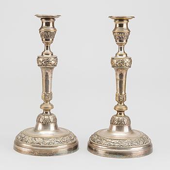 LJUSSTAKAR, ett par, argent haché 1800-tal.