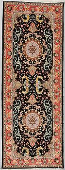 GALLERIMATTA, Täbris, part silk, ca 236 x 87 cm.