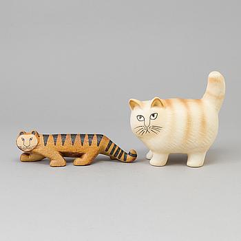 """LISA LARSON, figurin """"Tiger"""" och """"Katt""""  stengods, Gustavsberg."""