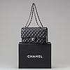 "VÄska ""double flap bag"" chanel 2011."
