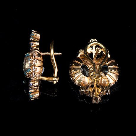 ÖrhÄngen, fasettslipade topaser och safirer, briljantslipade diamanter, 18k guld. kari hirvonen, helsingfors