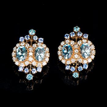 A PAIR OF EARRINGS, facetted topazes and sapphires, brilliant cut diamonds, 18K gold. Kari Hirvonen, Helsinki Finland.