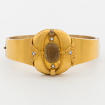 A bracelet with oval-cut citrine and river pearls, turn of the century.