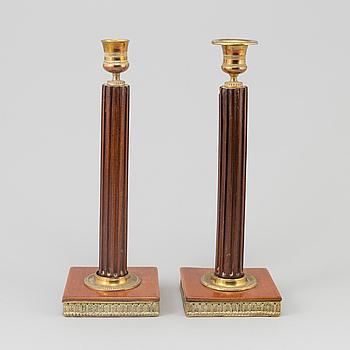 LJUSSTAKAR, ett par, sengustaviansk stil, 1800-tal.