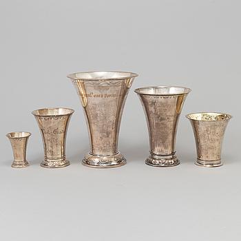 SAMLING BÄGARE, silver, 5 st, bl.a. Johan Carlsson, Norrköping, 1830 och GAB, Stockholm, 1921.