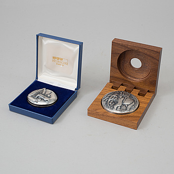 KAUKO RÄSÄNEN, Two silver double medals in memory of Carl Gustaf Mannerheim and the UN Conference on the Human Environment 1972.